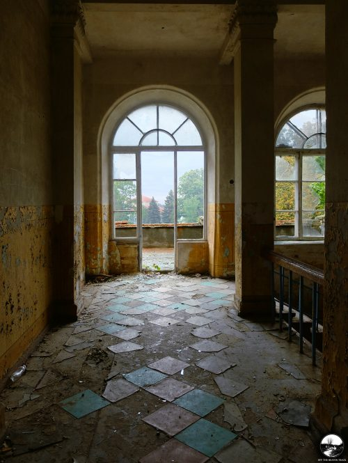 A Story about Empty Rooms. Exploring a Beautifully Decaying Abandoned Manor House [Moldova] - 11
